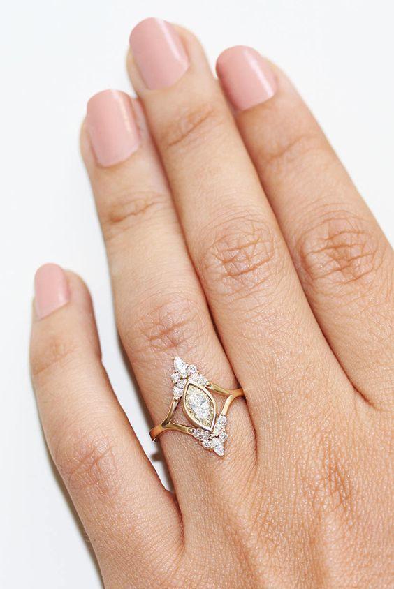 Photo of Einzigartiger Marquise-Verlobungsring aus silbrig glänzenden Diamanten …. – Neue Mode Ringe
