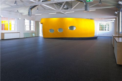 Black Rubber Roll Flooring Is Used In Commercial And Residential