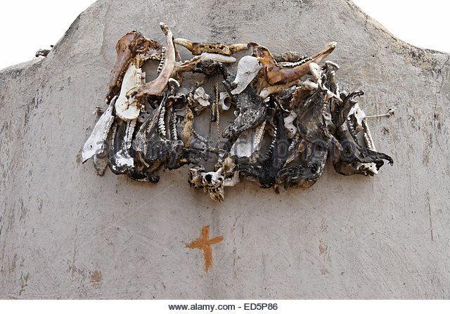 talensi-tribal-ancestor-shrine-with-sacrificial-offerings-tongo-ghana-ed5p86.jpg (640×447)