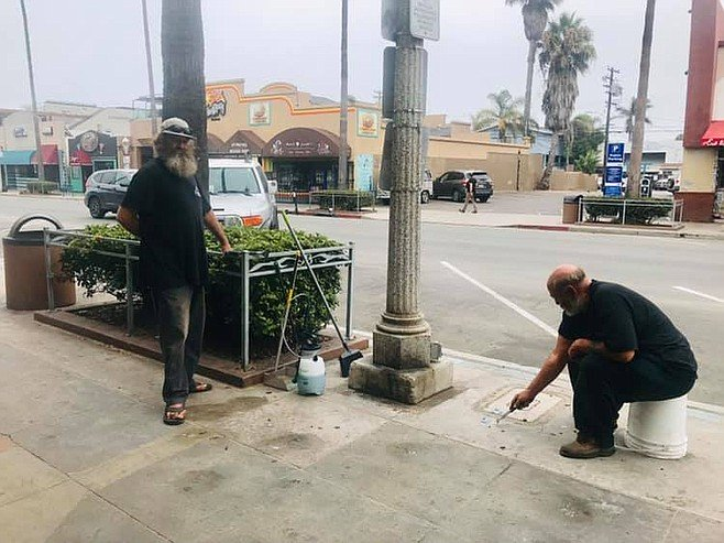 Homeless Clean Up Trash In Ocean Beach Ocean Beach San Diego Ocean Beach Beach Town