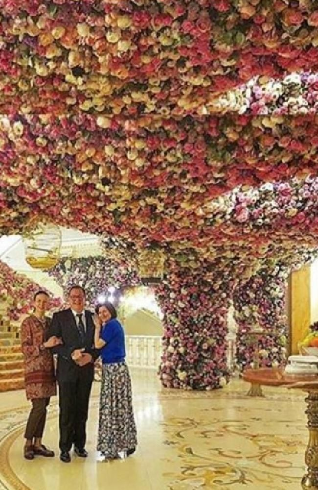 Every Inch Covered In Flowers Picture Instagram Wedding World Weddingflower Picturesmost Expensivenews