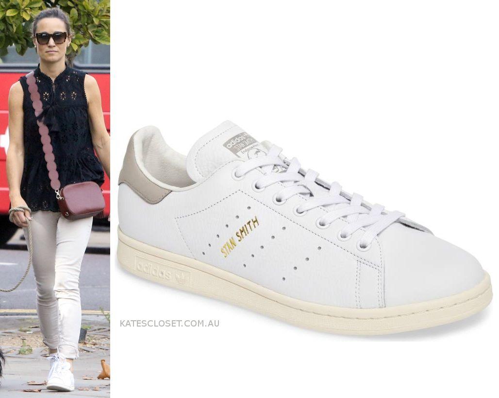 brand new 5cb59 2b98e Pippa Middleton Matthews wears Adidas Stan Smith trainers. Click to shop