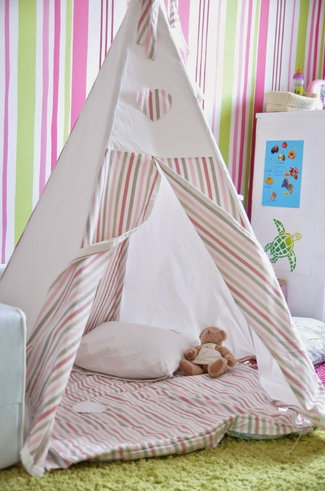comment construire un tipi et b b grandit avec montessori projekty do wypr bowania. Black Bedroom Furniture Sets. Home Design Ideas