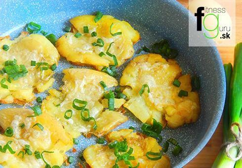 Chrumkavé pučené zemiaky s parmezánom