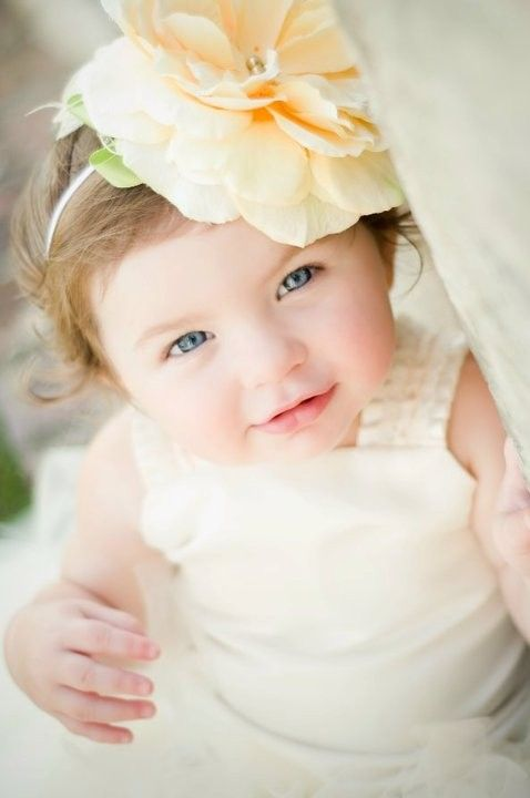 Flower girl upstaged wedding pictures