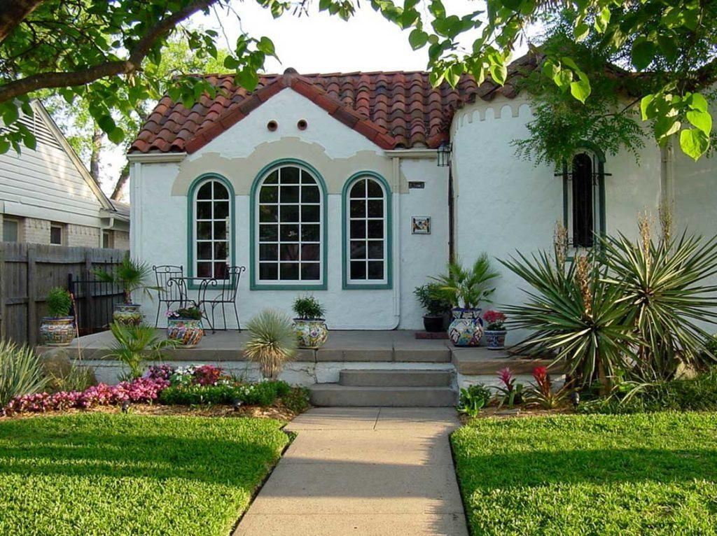 Small Spanish Style Homes With White Wall Paint Color Ideas Spanish Style Homes Spanish House Spanish Style Home