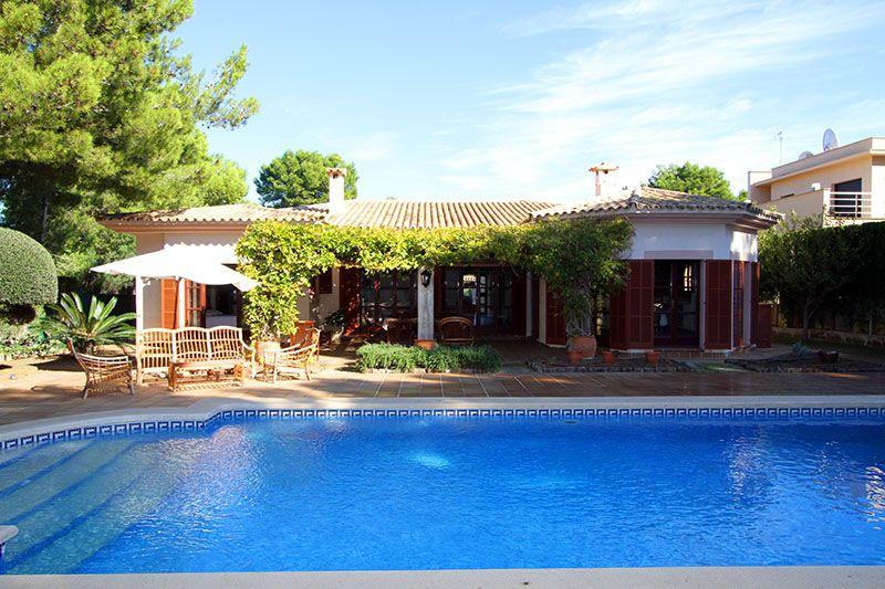 Luxusvilla Mit Pool Im Fincastil In Santa Ponsa Zu Kaufen Luxus Villa Immobilien Villa