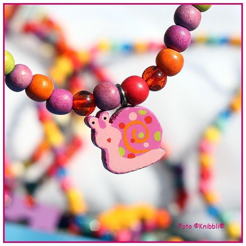 schön verarbeitete elastische HolzPerlen Kette ca 20 cm Motiv Schnecke auf www.Knibbli.com auch z.B. als Haarschmuck oder als Doppel-Armband nutzbar mit dem Anhänger #Holzperlen #Kette #Anhänger #Gummiband #elastan #Holz #Armband #elastisch #Haarband #Motiv #Haargummi #Beinkette #Haarschmuck #Perle #perlen #Schmuck #Kettchen #Kinderkette #Beinkettchen #Fußkette #Fußkettchen #Freundschaftsband #Freundschaftskette #Freundschaftsarmband #Schnecke #Schneckchen #Gehäuse #Gehäuseschnecke
