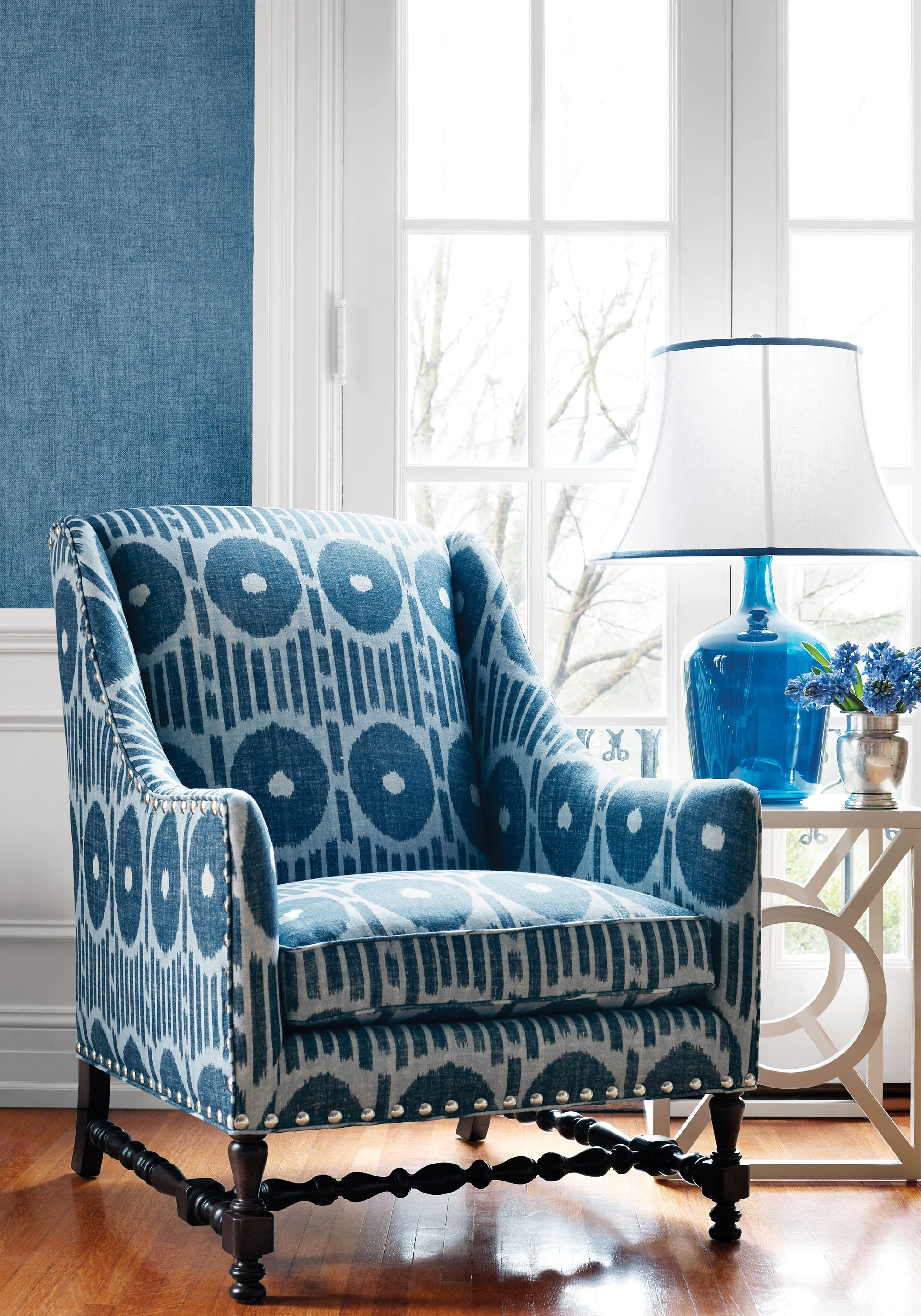 Exceptionnel Mesa Ikat Fabric   A 100% Linen Fabric Printed With A Graphic Ikat Design  Of Circles And Stripes, Shown In Navy Blue.