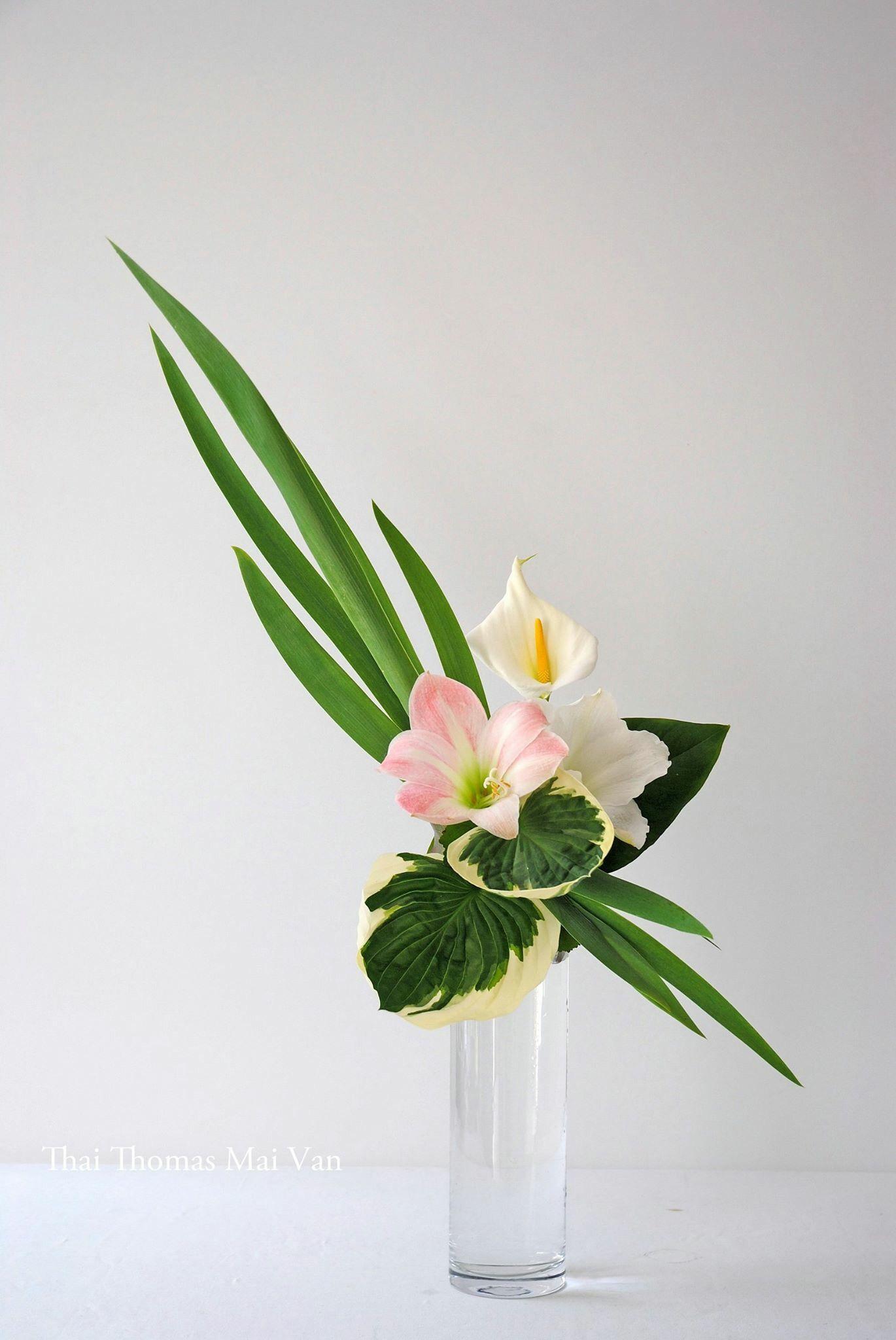 Pinterest Coffeequeen4 Thank You Xoxo Tropical Flower Arrangements Flower Arrangements Simple Ikebana Flower Arrangement
