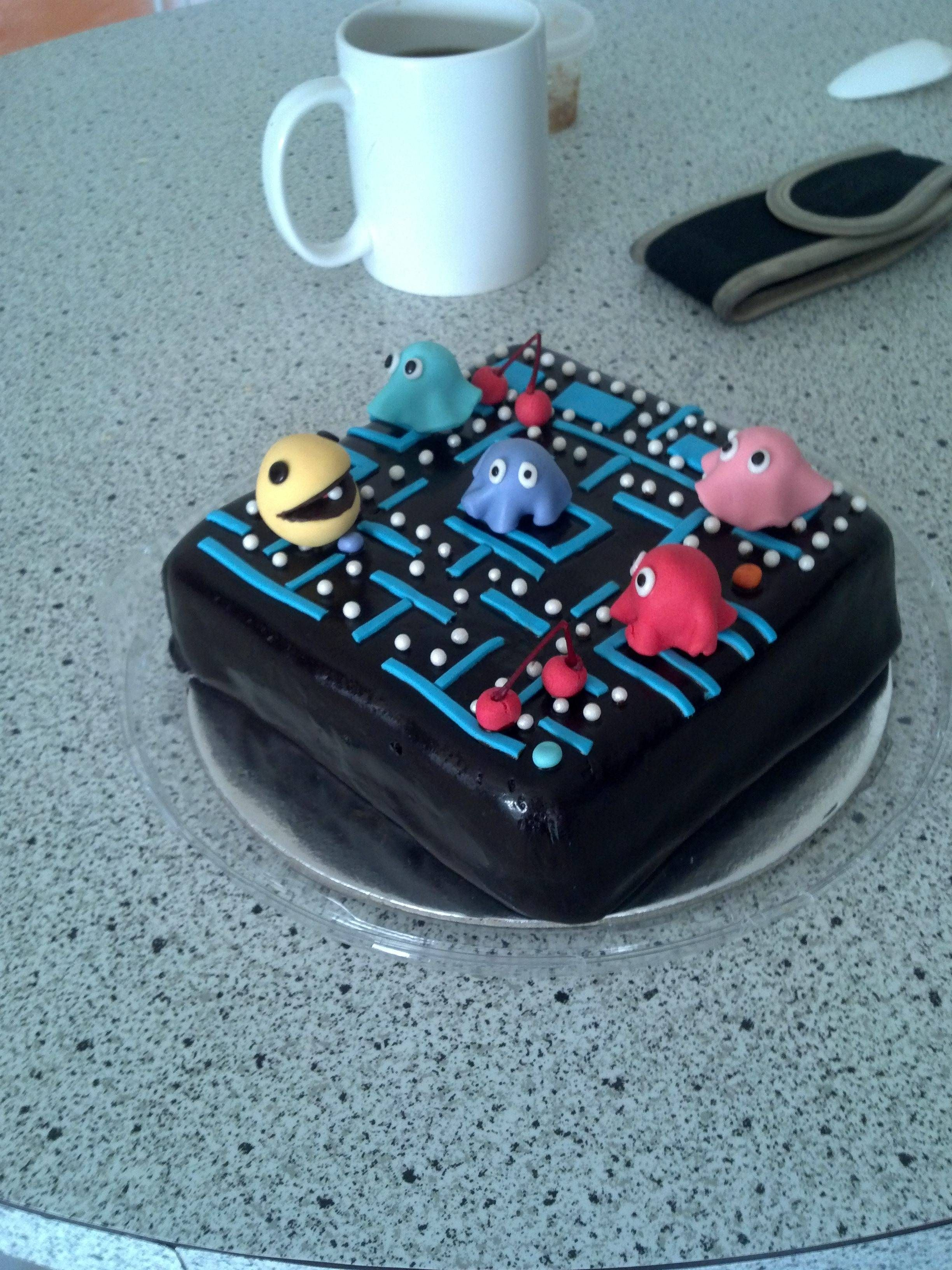 PacMan Cake via reddit user Metryx (With images) Pretty