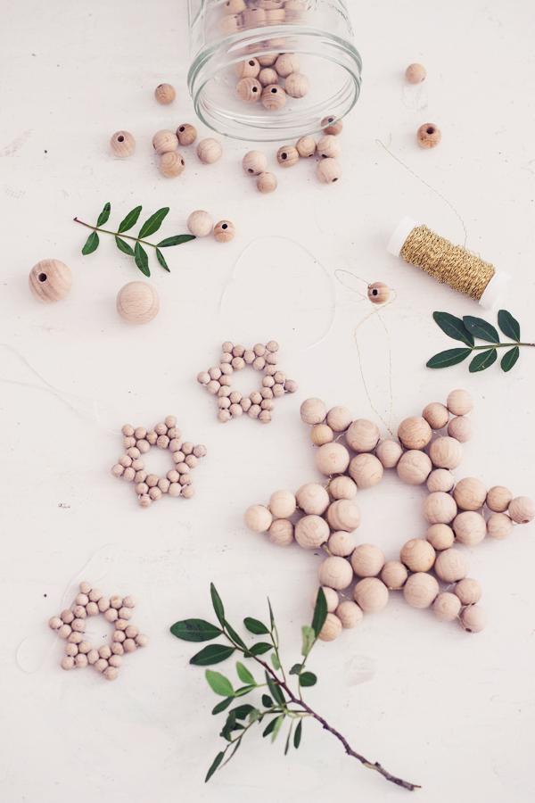 DIY Weihnachtsdeko selber machen – Sterne basteln aus Perlen I Christbaumschmuck I Geschenkanhänger