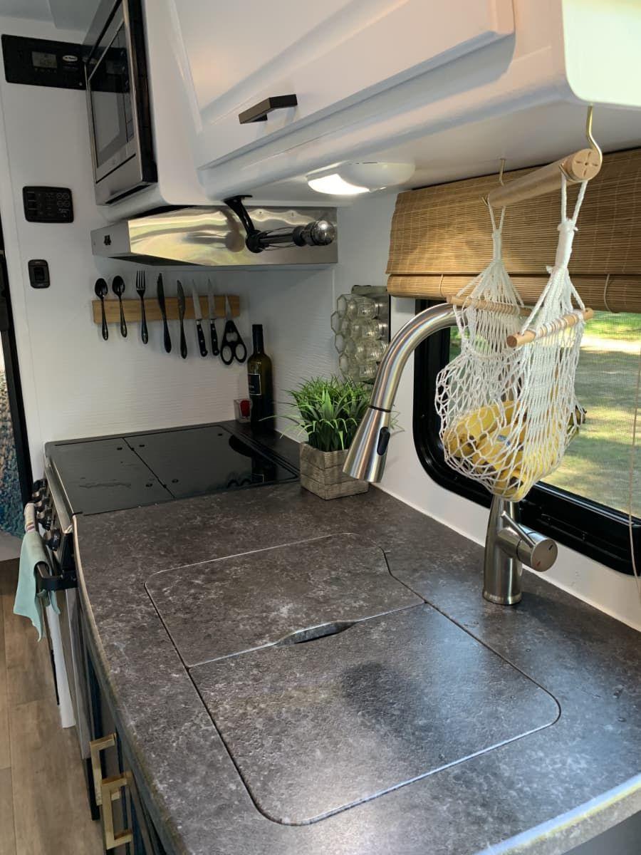 4 season 2019 Lance M1995 travel trailer tiny house with