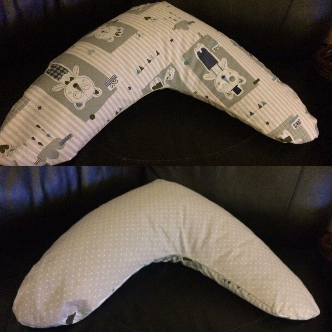 Ammepude med krøyerkugler -mønster fra stof & stil.  Min skønne veninde er gravid og skal have en lille dreng. Derfor skal hun selvfølgelig have en diy gave.  Næste step er tæppe og suttesnor, der matcher :) Nursing pillow with the same filling as in bean bags