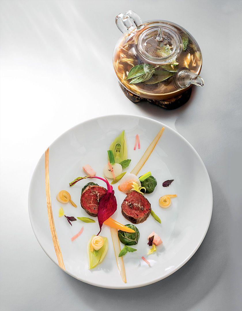 Le Pot-au-feu de taureau de Camargue et seiche par Arnaud Donckele Chef du restaurant la Vague d'Or . Retrouvez l'intégralité de l'article sur ce restaurant sur notre blog