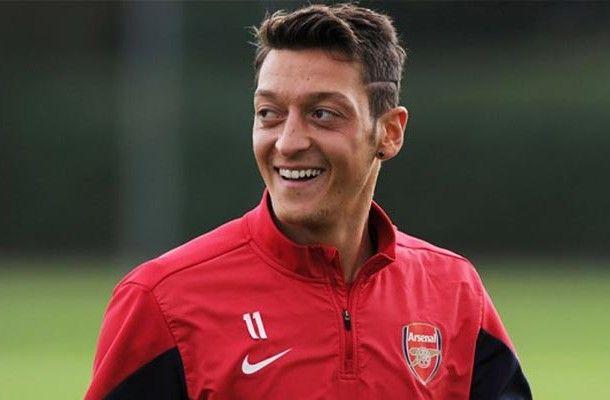 Ozil Mengambil Rute Mudah Dengan Pindah Ke Arsenal Arsenal Mesut Ozil Hairstyle Good Soccer Players