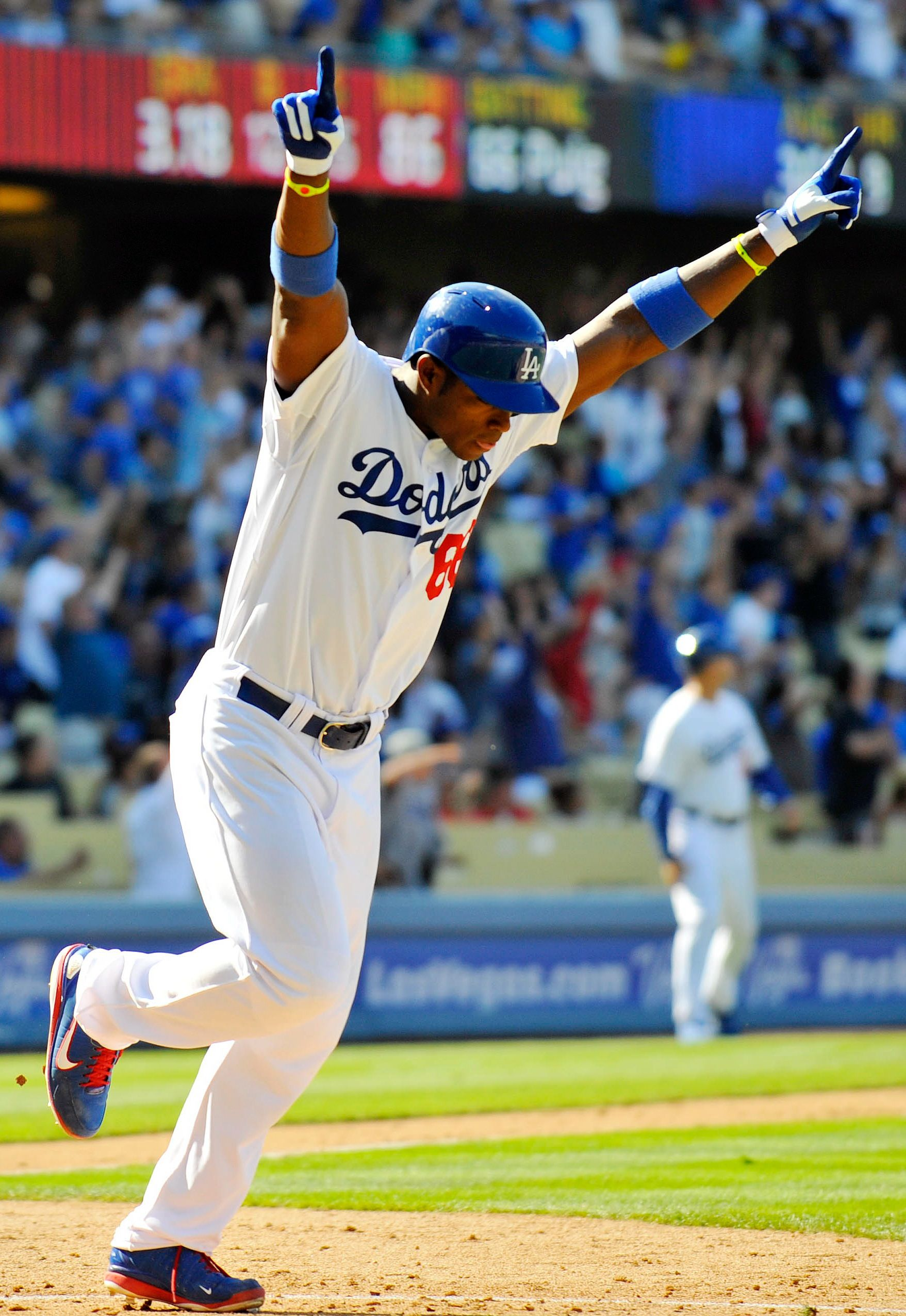 Pin By Eseats Com Tickets Events Worl On Yasiel Puig Dodgers Baseball Photography Dodgers Baseball