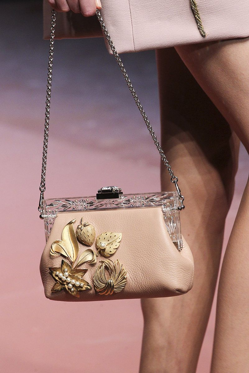 c35bc2420cc7 Dolce Gabbana Fall 2015 RTW   Бесподобные сумочки   Sacs haute ...