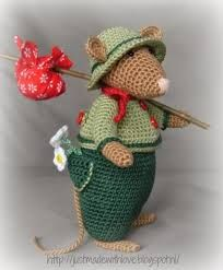 """dickens mouse crochet pattern -~ I totally LOVE  THIS! Besides Dickens, it reminds me even more of """"Wind in the Willows""""!       