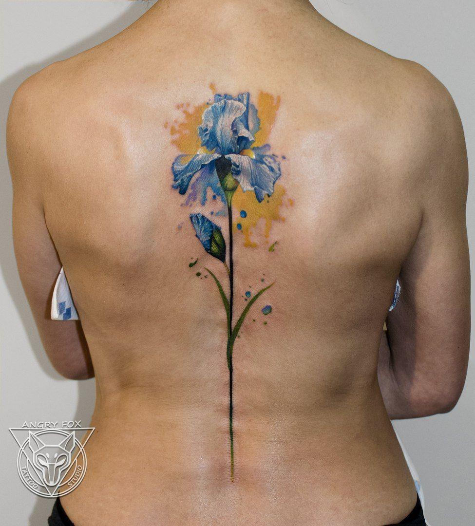 цветок ирис и акварель тату на спине у девушки Flower Iris