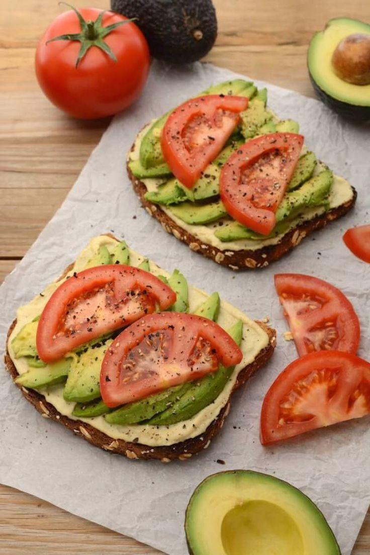 Veganer Hummus und Avocado Toast - gesunde vegane Sandwich-Rezepte zum ... - #Av... - Estella K. #sandwichrecipes