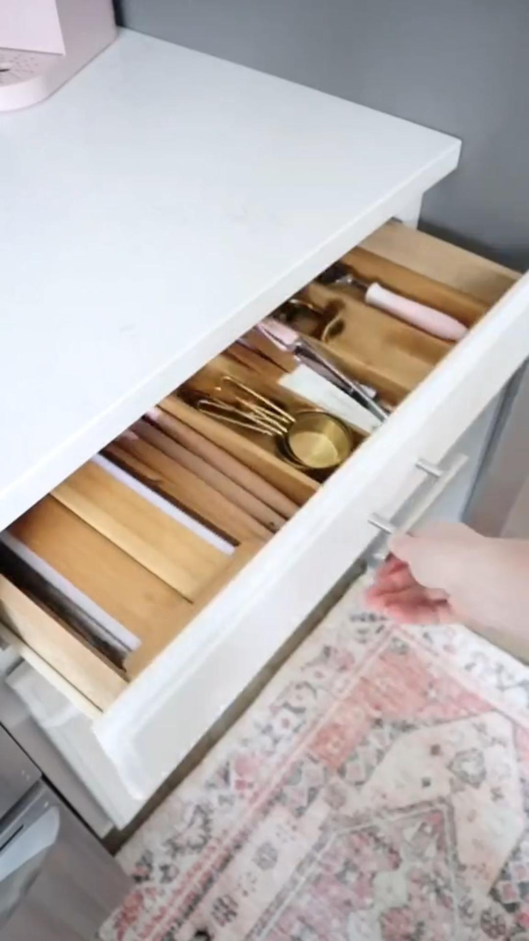 L型キッチンのデッドスペースを有効活用できる【3/4回転トレー】