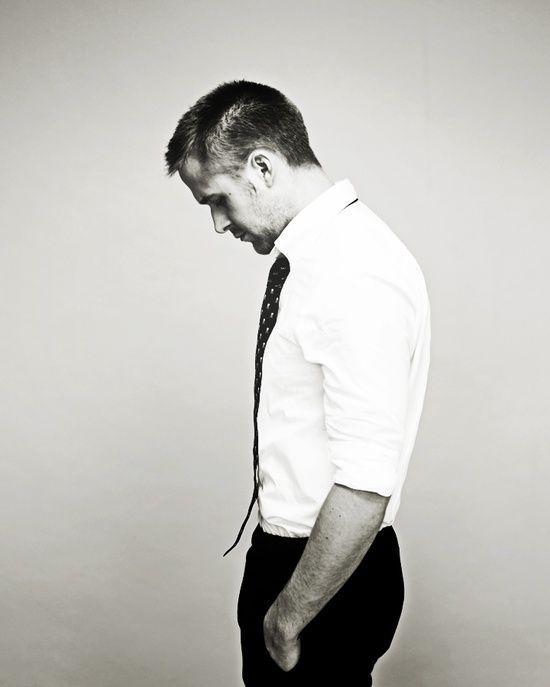 Ryan Gosling http://www.jenny.gr/gallery/o-sexy-ryan-gosling-fwtografizetai/