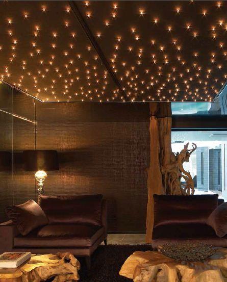 Plafond étoilé des leds en forme de cristal ou d étoile
