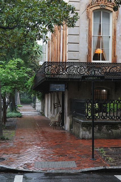 Antiques On The Corner Savannah Ga Savannah Chat Beautiful Buildings Beautiful Places