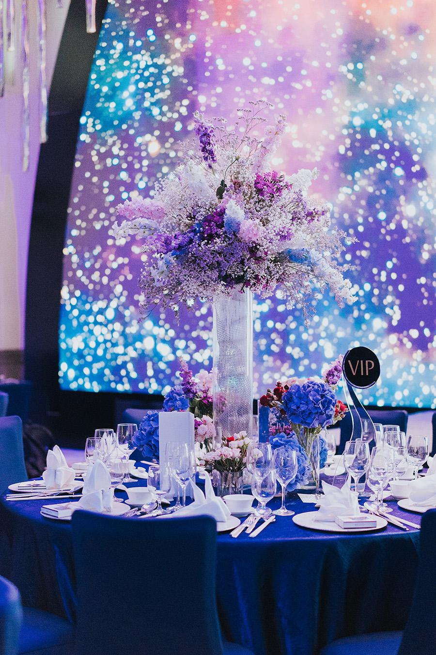 Aaron And Ming Ming S Galaxy Themed Wedding At Jw Marriott South Beach Singapore Wedding Venue Decorations Starry Night Wedding Galaxy Wedding