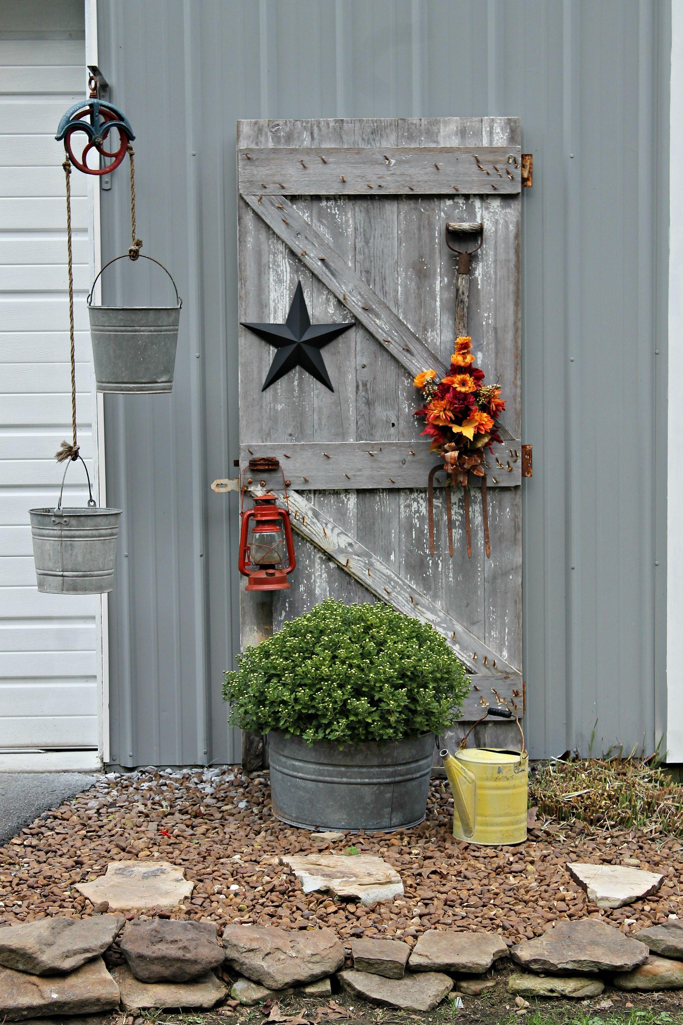 Antique Barn Door Decorated For Fall Garden Yard Ideas Barn