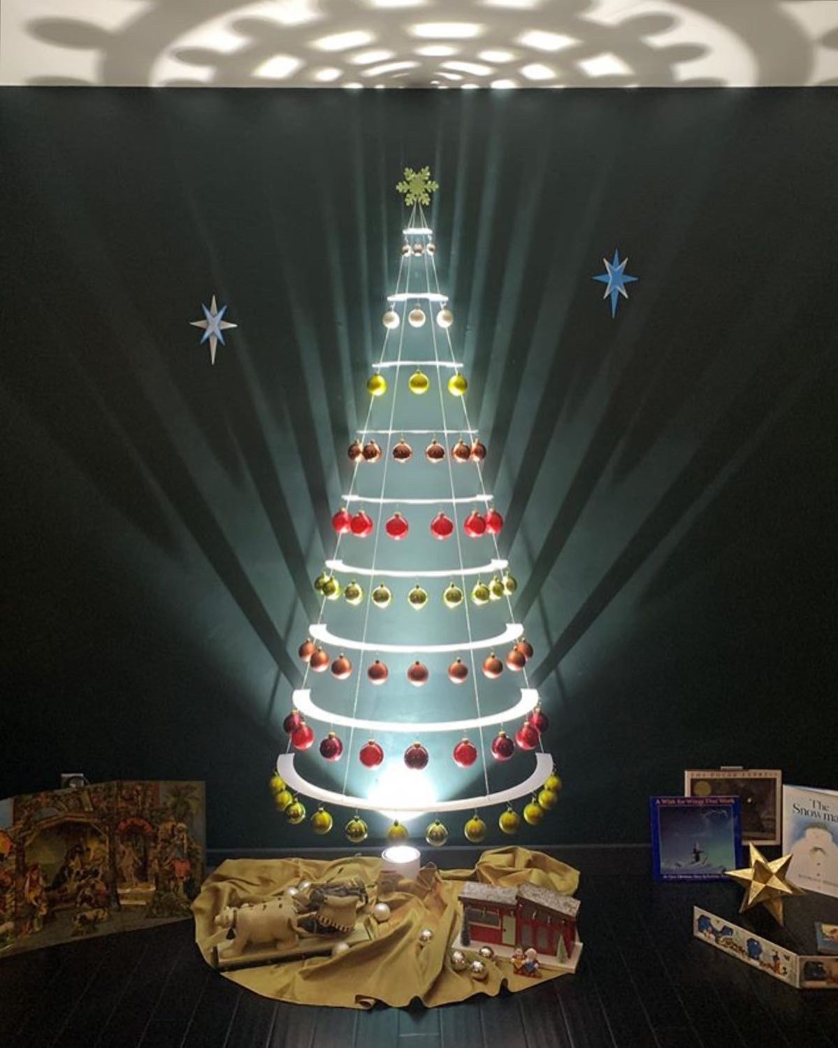 Christmas 2020 Phone Plan Deals Modern Christmas Trees   Decorated, Beautiful, Unique Home Decor
