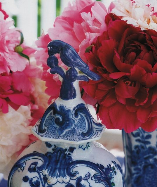 Delft and red and pink flowers