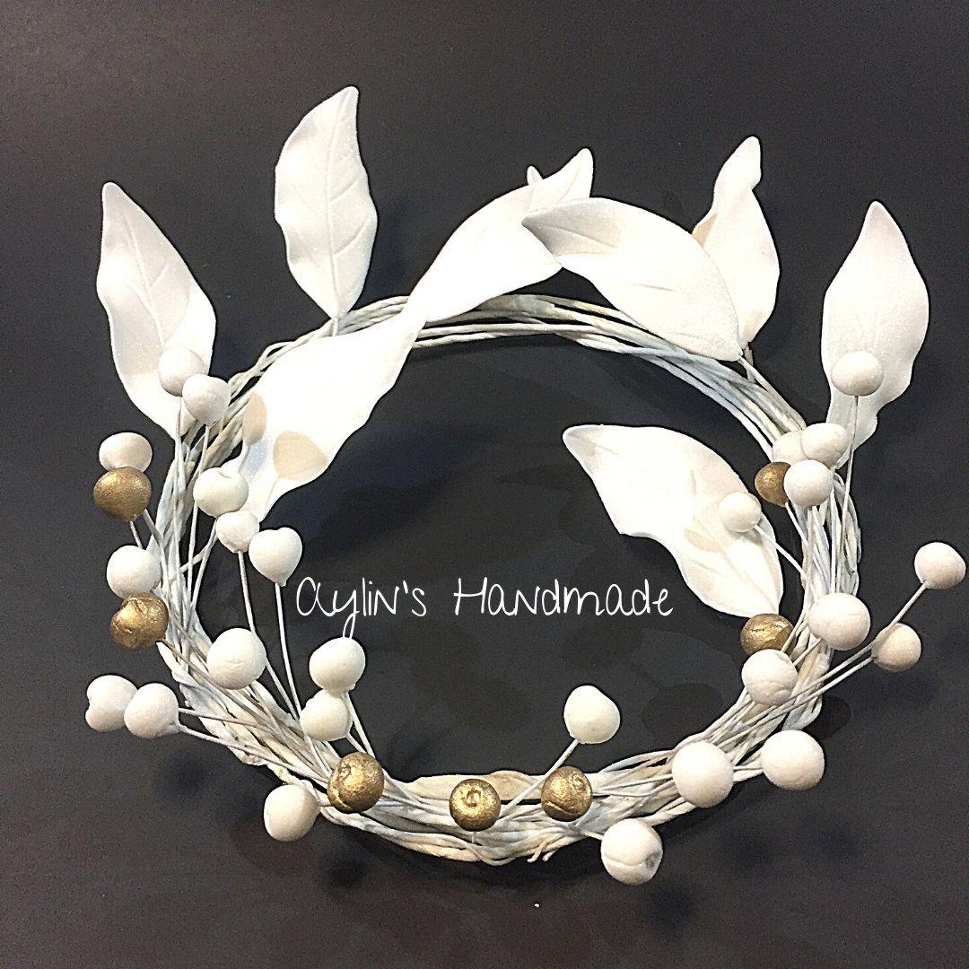 Edible white gold leaf wreath cake decoration gumpaste