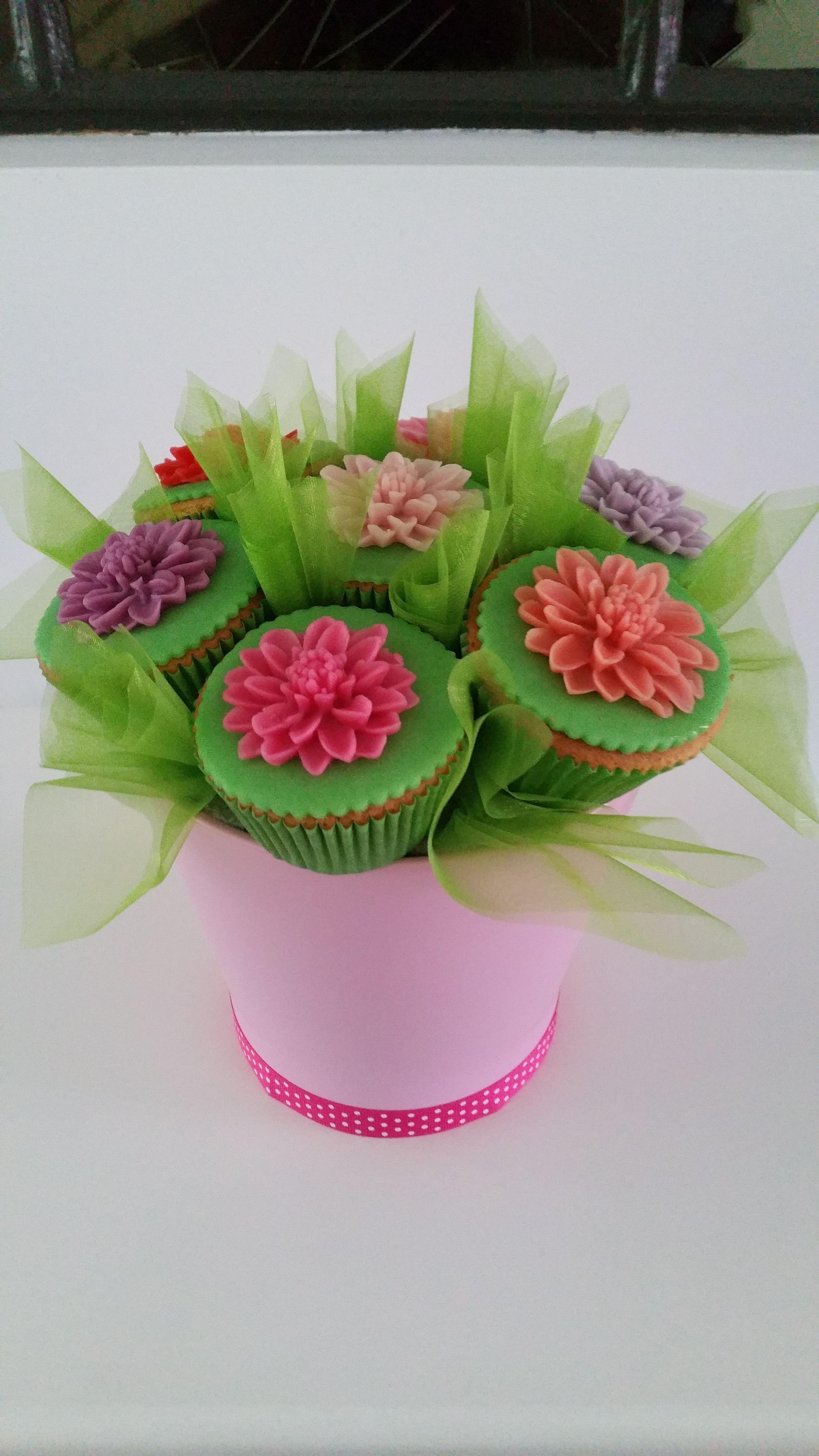 Dahlia cupcake boeket Hanneke