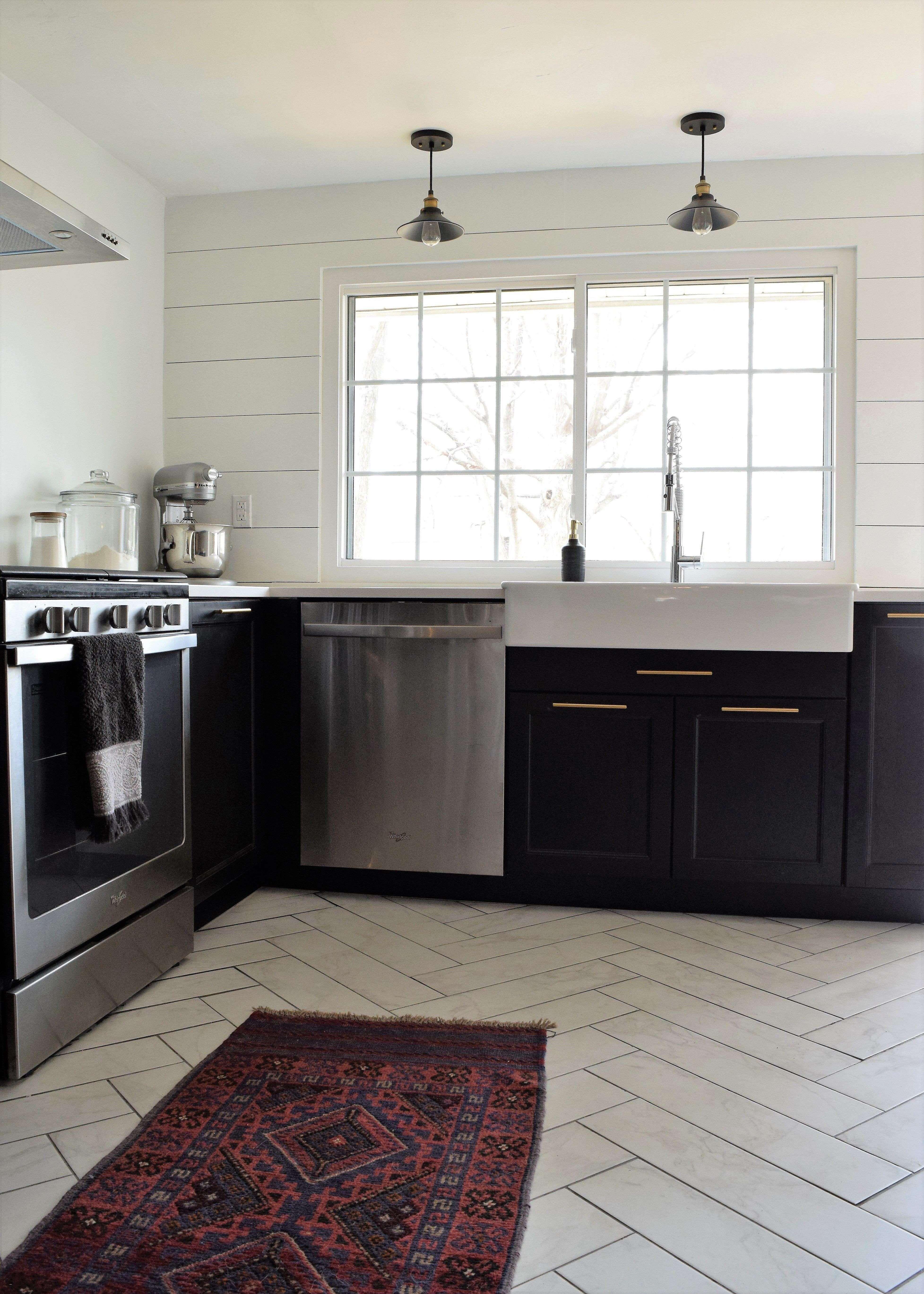 Amazing modern kitchen with oak cabinets decorating ideas