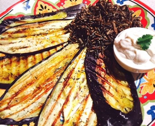 Receta de berenjenas con arroz salvaje y salsa de yogur y tahina | Hosteleriasalamanca.es