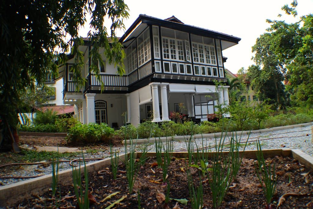 country house in the heart of city villas for rent in singapore