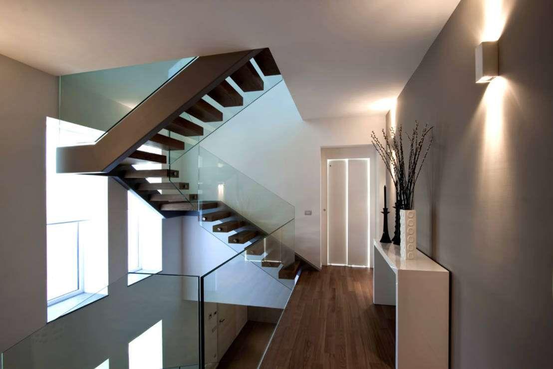 Villa treppenhaus modern  moderner Flur, Diele & Treppenhaus von Vincenzo Leggio Architetto ...
