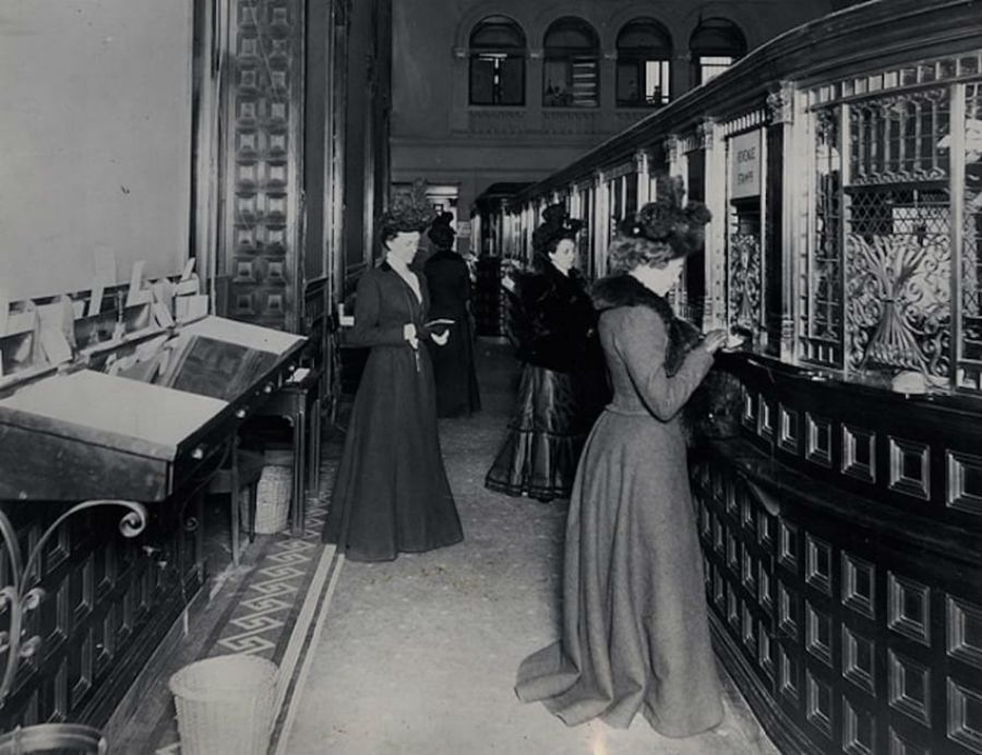 In 1900 The Fifth Avenue Bank New York City Featured A Special Row Of Tellers Windows For Ladies Vintagephotos 1900s Banks