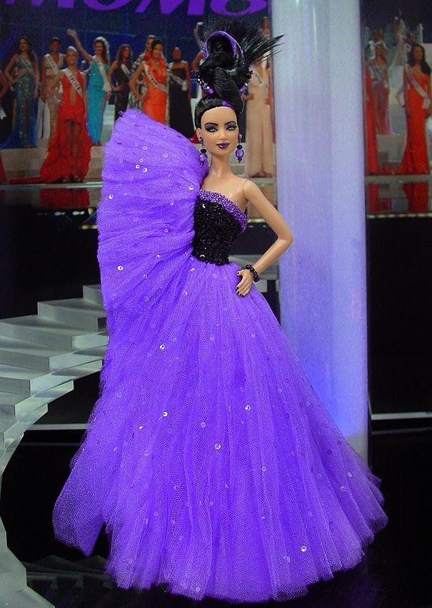 Miss American Samoa 2012 - Desde el corazón de la Polinesia viene uno de la mayoría de las bellezas únicas de alta costura hasta la fecha en un vestido de noche inspirados por los increíbles diseños de Viktor & Rolf.