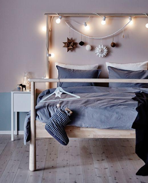 ein weihnachtlich geschm cktes gj ra bettgestell in birke das tolle am schlafzimmer ist ja. Black Bedroom Furniture Sets. Home Design Ideas