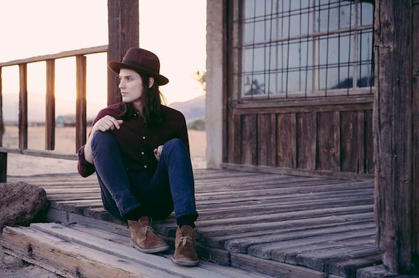 """British singer/songwriter James Bay debuts new single """"Hold Back The River"""""""