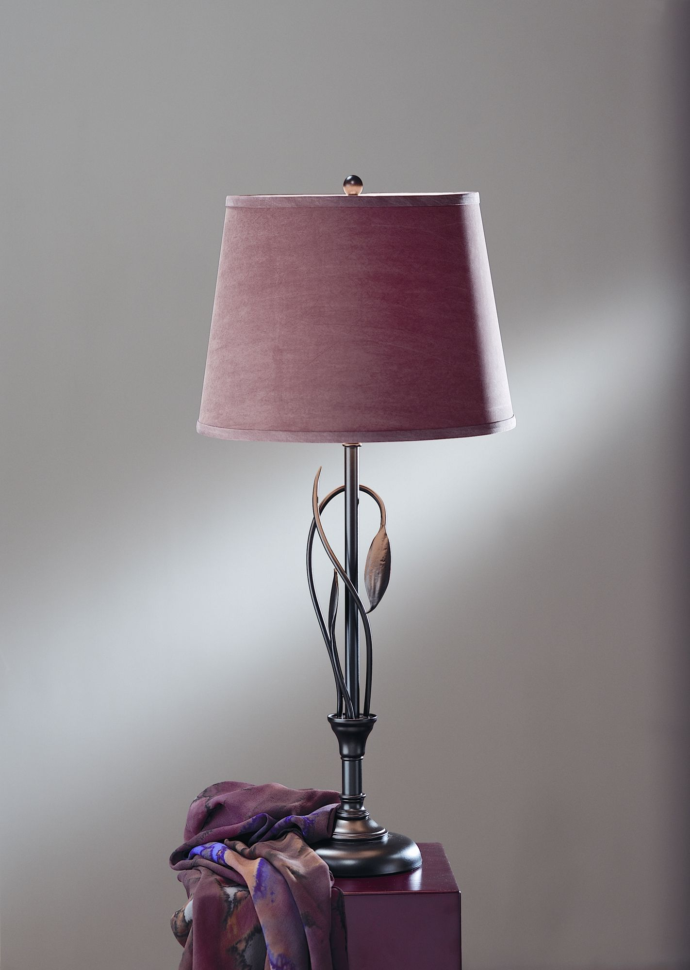 Hubbardton Forge Leaf One Light Table Lamp With Vase