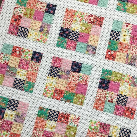 Tiny Flowers Patchwork Quilt - Sew Lux Fabric