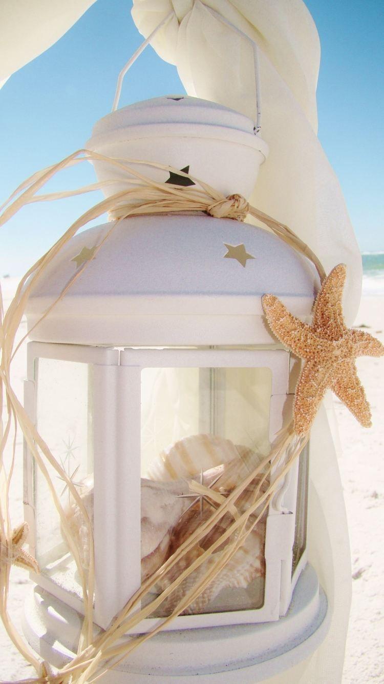 Badezimmer ideen marine weiße laterne voll von seeschnecken und muscheln  jarres et