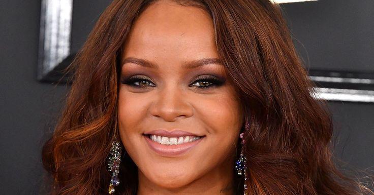 Rihanna Is Hiring Makeup Artists for Her Fenty Beauty Cosmetics Line  TeenVogue Rihanna Is Hiring Makeup Artists for Her Fenty Beauty Cosmetics Line  TeenVogue  Rihanna I...