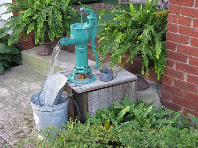 Hand Pump Fountain Hand Water Pump Water Features In The Garden Pondless Water Features