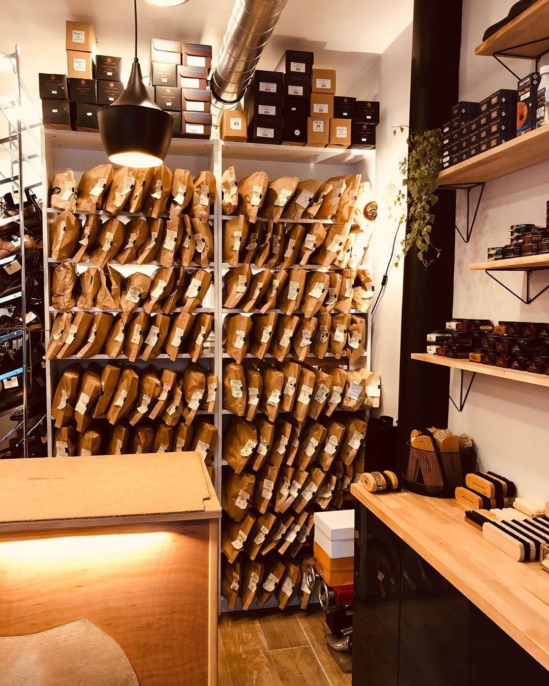 Cordonnerie Menshoes Womenshoes Shoes Cordonnier Shoemaker Cobbler Shoeporn Paris Atelier Maubeuge Parisianlife Han Cordonnier Cordonnerie Atelier