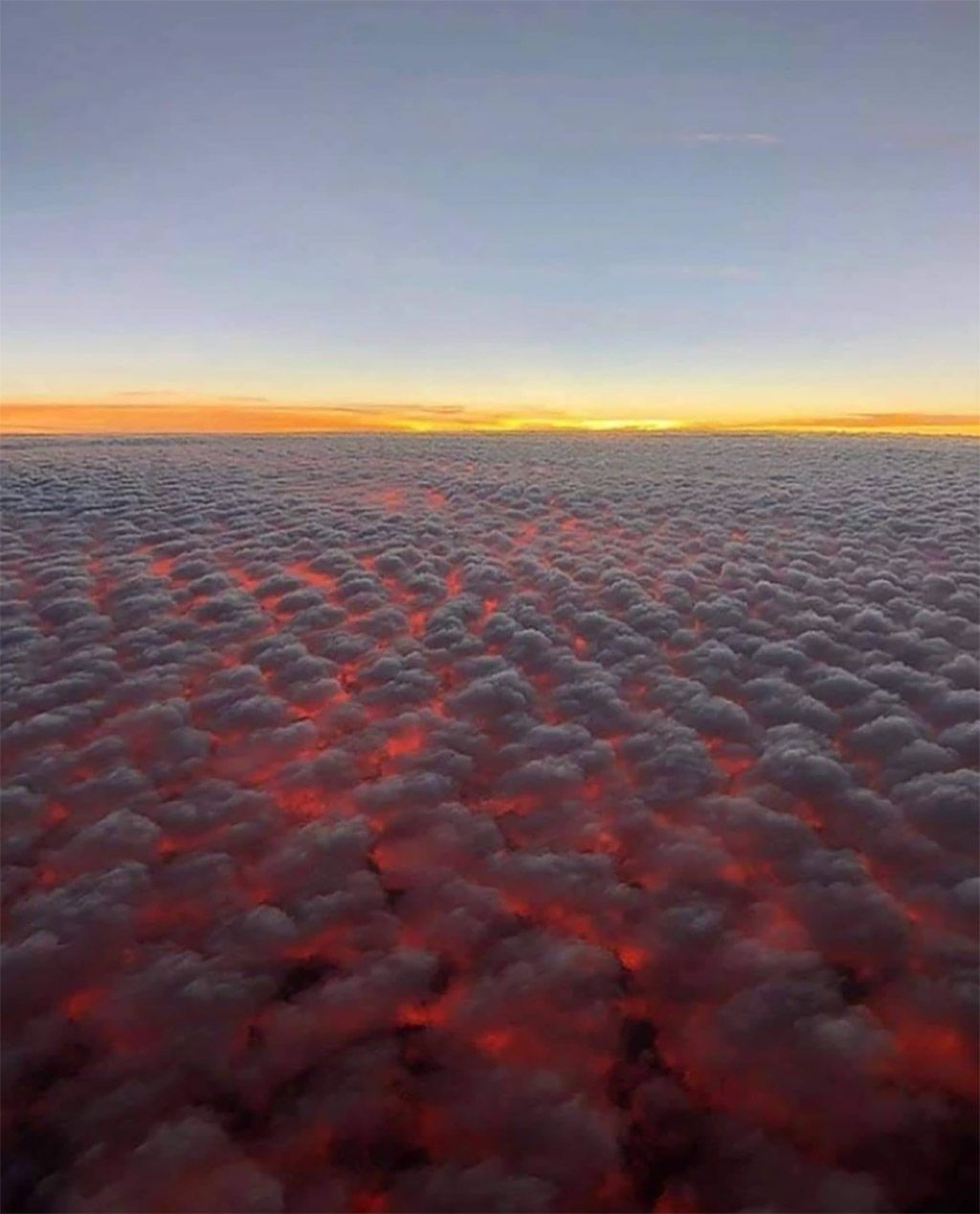 Honolulu Hawaii Above Clouds In 2020 Sunset Clouds Above The Clouds